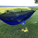 Hamac en toile de parachute avec moustiquaire intégrée Krazy Outdoors - Nylon ultra résistant - Réversible - Parfait pour le camping - Longueur totale de 325cm - Longueur et largeur de la toile 275cm x 140cm - Couleur Bleu de la marque Krazy Outdoors image 2 produit