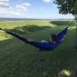 Hamac en toile de parachute avec moustiquaire intégrée Krazy Outdoors - Nylon ultra résistant - Réversible - Parfait pour le camping - Longueur totale de 325cm - Longueur et largeur de la toile 275cm x 140cm - Couleur Bleu de la marque Krazy Outdoors image 4 produit