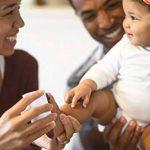 SUPERBE KIT D'EMPREINTES DE PIEDS ET MAINS POUR BEBE pour Liste de naissance fille et garçon, Cadeaux pour liste de naissance, Souvenir mémorable Décorations murale ou pour table, Encre Pad et cadres 10CM x 15CM en bois de qualité, deco bebe, Cadre bébé, image 3 produit